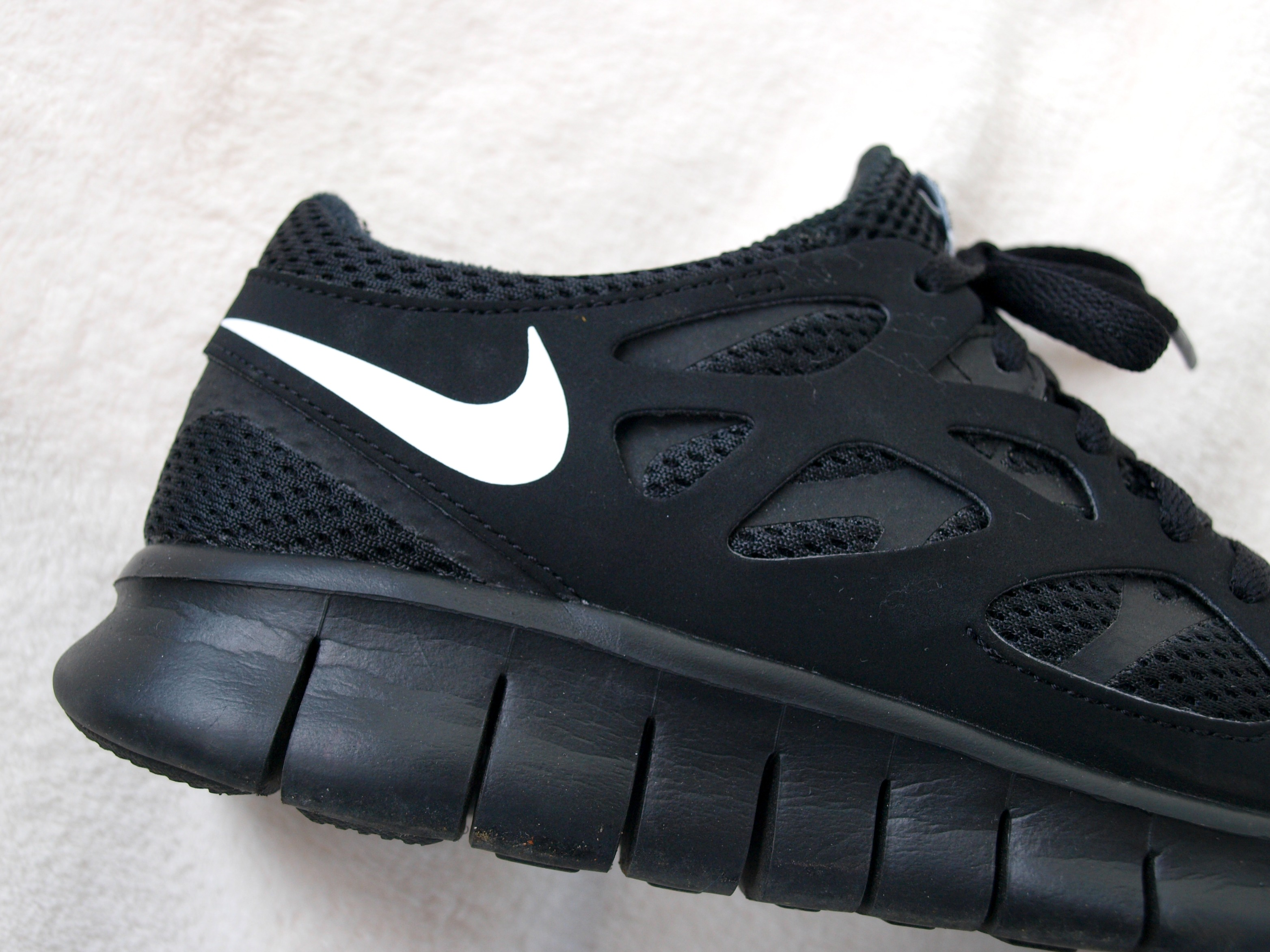 size 40 11a2a 0847b free runs 2 all black